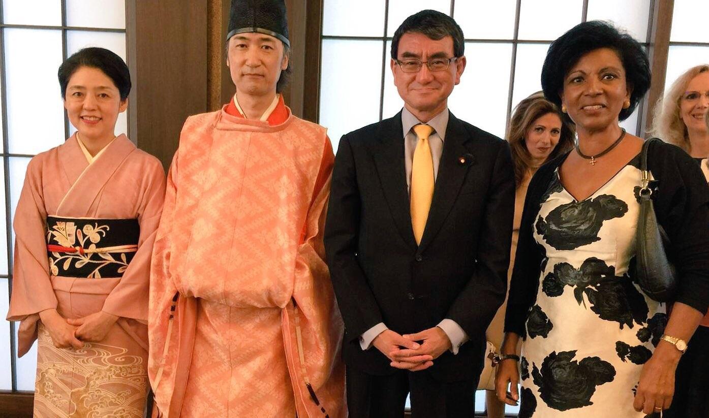 河野香さん(左端)